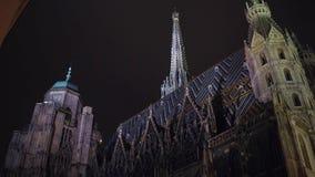 VIENNA, AUSTRIA - DICEMBRE, 24 cattedrali del ` s di Santo Stefano alla notte Destinazione turistica popolare della città Fotografia Stock