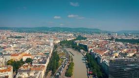 Vienna, Austria - giugno 2019: Colpo aereo dell'orizzonte della città Cattedrali e paesaggio urbano Siti turistici significativi  video d archivio