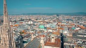 Vienna, Austria - giugno 2019: Colpo aereo dell'orizzonte della città Cattedrali e paesaggio urbano Siti turistici significativi  stock footage