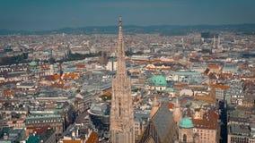 Vienna, Austria - giugno 2019: Colpo aereo dell'orizzonte della città Cattedrali e paesaggio urbano Siti turistici significativi  archivi video
