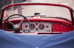 Vienna, Austria - 6 giugno 2018: Interno di retro automobile rossa fotografia stock