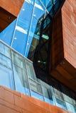 Vienna, Austria Universit? economica 2 03 2019 Architettura insolita moderna La costruzione accademica dagli strati di metallo ar fotografia stock