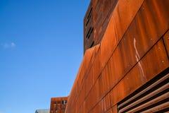Vienna, Austria Universit? economica 2 03 2019 Architettura insolita moderna La costruzione accademica dagli strati di metallo ar fotografie stock libere da diritti