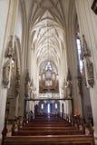 Vienna - coro ed altare principale con l'incrocio in chiesa gotica Maria Gestade Fotografia Stock Libera da Diritti