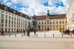 Vienna, Hofburg, Innenhof, monumento dell'imperatore fotografia stock libera da diritti