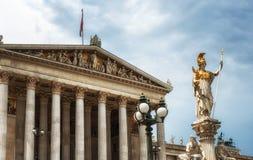 _ vienna houses parlamentet royaltyfri bild