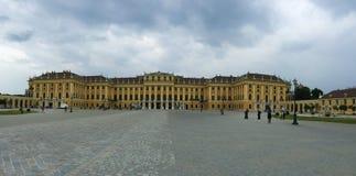 Vienna - il parco al palazzo di Schönbrunn immagini stock libere da diritti