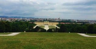Vienna - il parco al palazzo di Schönbrunn - Gloriette fotografia stock libera da diritti