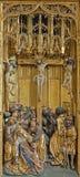Vienna - pannello di crocifissione come dettaglio dall'altare scolpito gotico delle ali in chiesa dell'ordine o del Deutschordenki Fotografia Stock