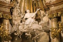 Vienna - particolare dall'altare barrocco fotografia stock