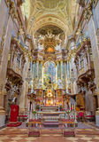 Vienna - presbiterio ed altare principale della chiesa barrocco di St Peter Immagine Stock Libera da Diritti