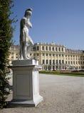 Vienna - statua di mitologia - Schonbrunn immagini stock libere da diritti