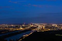 Vienna, vista aerea alla notte immagini stock