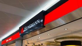 VIENNE, AUTRICHE 07 11 2018 : Boutique hors taxe de Heinemann au V Images libres de droits