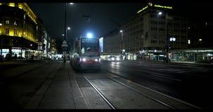 VIENNE, AUTRICHE, janvier 2014 - tram et voitures la nuit clips vidéos