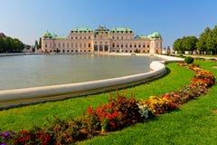 Vienne - palais de belvédère avec des fleurs - l'Autriche images libres de droits