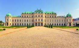 Vienne - palais de belvédère avec des fleurs - l'Autriche images stock