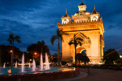 Vientiane, Laos Parc de Patuxay la nuit Photo stock