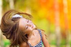 Viento de la muchacha con el pelo del vuelo Imagen de archivo