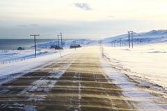 Viento frío en el camino noruego Fotos de archivo libres de regalías