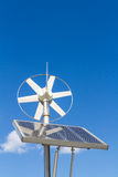 Viento y sistema eléctrico solar fotos de archivo libres de regalías