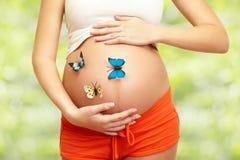 Vientre de la mujer embarazada fotos de archivo libres de regalías