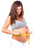 Vientre de medición de la mujer embarazada Foto de archivo