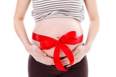 Vientre embarazado con la cinta Fotos de archivo libres de regalías