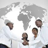 Vier afrikanische Teilhaber rütteln Hände Lizenzfreie Stockfotos