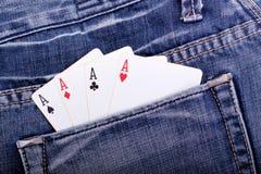 Vier Asse in der Blue Jeanstasche Lizenzfreie Stockfotografie