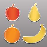 Vier Aufkleber mit dem Bild der Frucht, Apfel, Birne, Banane, Oran Lizenzfreie Stockfotografie