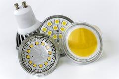 Vier Birnen GU10 LED mit verschiedenen Größen von den Chips benutzt Stockfoto