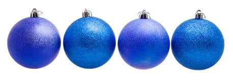 Vier blaue Weihnachtsbälle lokalisiert auf weißem Hintergrund Lizenzfreie Stockbilder