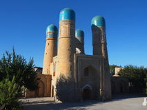 Vier blauwe en turkooise minaretten van Klusjesminderjarige, Boukhara Stock Afbeelding
