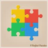 Vier bunte Puzzlespiel-Stücke Lizenzfreie Stockfotografie