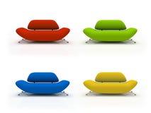 Vier bunte Sofas getrennt auf weißem Hintergrund Lizenzfreie Stockfotos