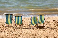 Vier deckchairs op het strand Royalty-vrije Stock Foto