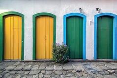 Vier deuren onderaan straat royalty-vrije stock foto