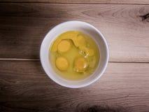 Vier eieren in een kom Stock Foto's
