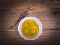 Vier eieren in een kom Royalty-vrije Stock Foto's
