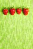Vier Erdbeeren in einer Reihe Lizenzfreies Stockfoto