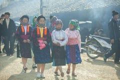 Vier Etnische minderheidvrouw, bij oude Dong Van-markt stock foto