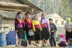 Vier Etnische minderheidvrouw, bij oude Dong Van-markt stock afbeelding