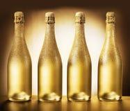 Vier flessen gouden champagne Stock Foto's