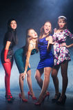 Vier Frauen auf einer Party Lizenzfreie Stockfotos