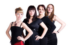 Vier Frauen, die nebeneinander stehen Lizenzfreie Stockbilder