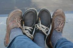 Vier Fuß in Ihren Schuhen Stockfoto
