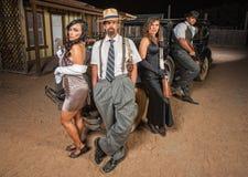 Vier Gangster mit Gewehren lizenzfreie stockfotografie