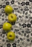 Vier gelbe Äpfel Lizenzfreie Stockfotos