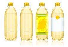 Vier gelbe Plastikflaschen mit Kennsätzen Stockfotos